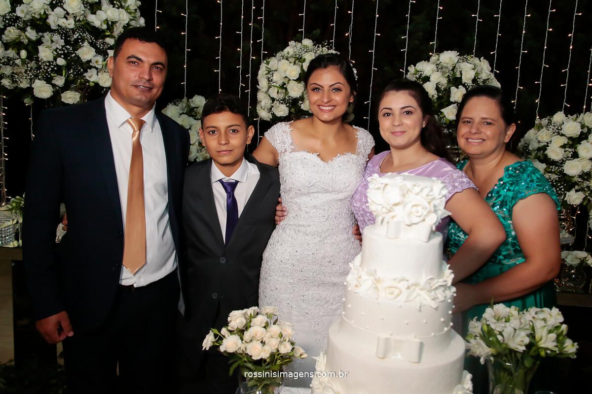 fotografia e video de casamento família da noiva pai, irmão, irmã, e mãe, família linda e unida