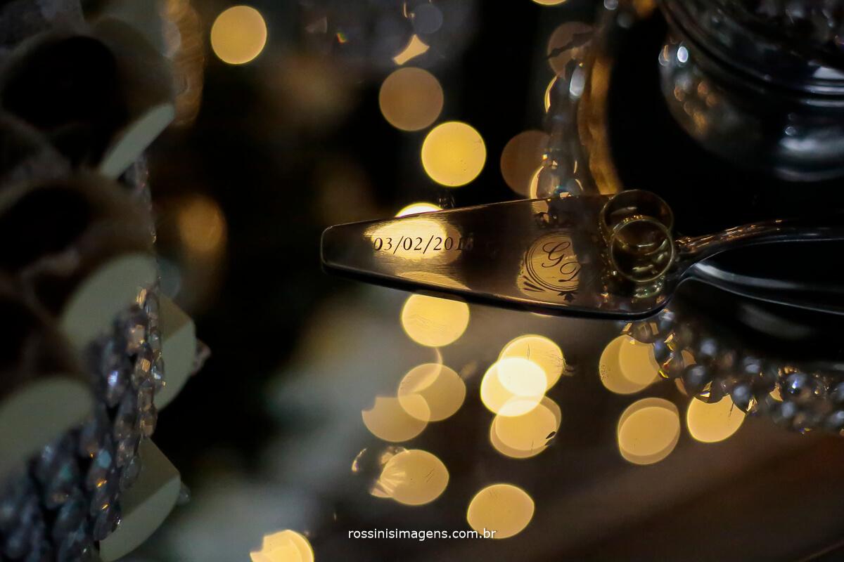 detalhes do casamento espatula personalizada, alianças dos noivos