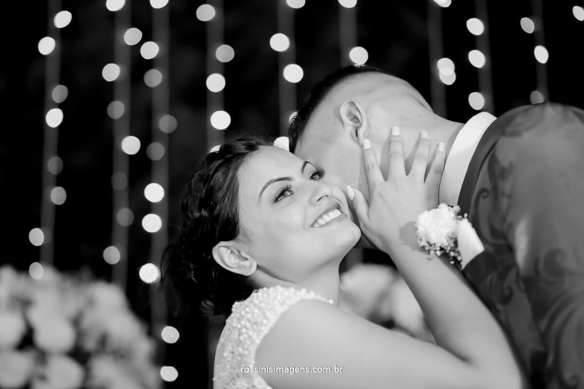 sessão de fotos dos noivos, foto pb de casamento, noiva feliz , sorriso