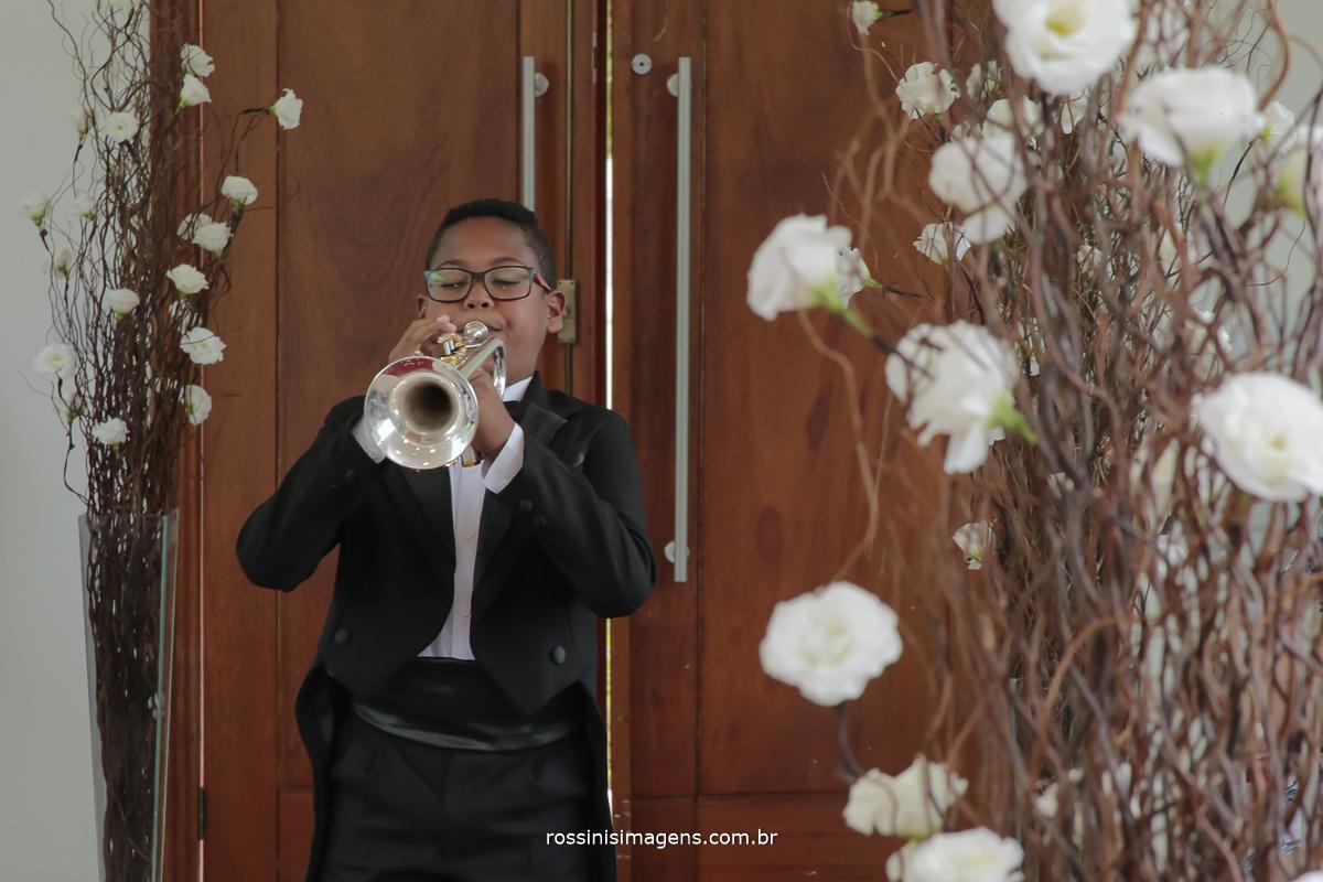 clarim, anunciando a grande entrada triunfal da noiva jessica