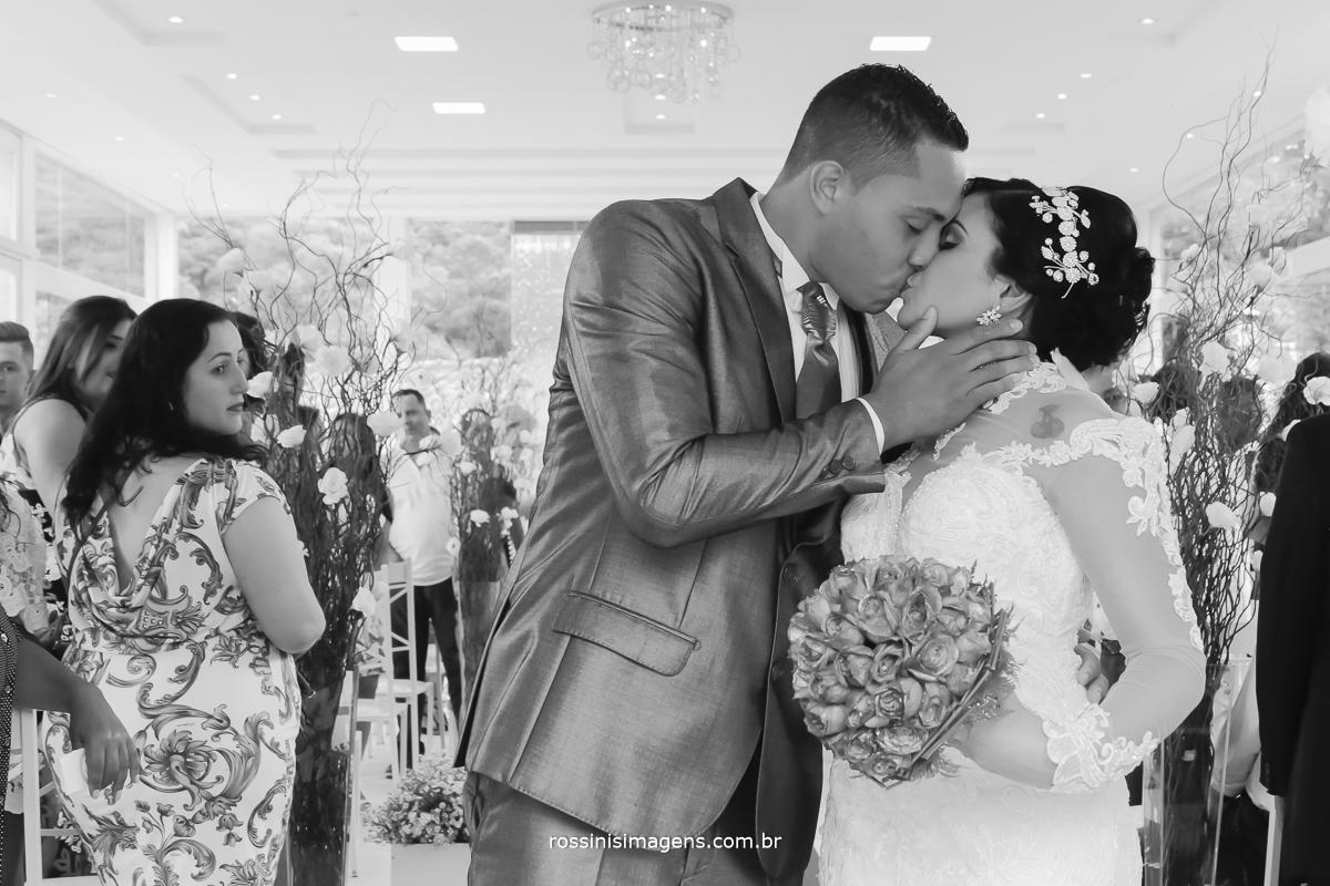 o beijo dos noivos universo das noivas, fotografia e vídeo de casamento rossinis imagens foto e filmagem
