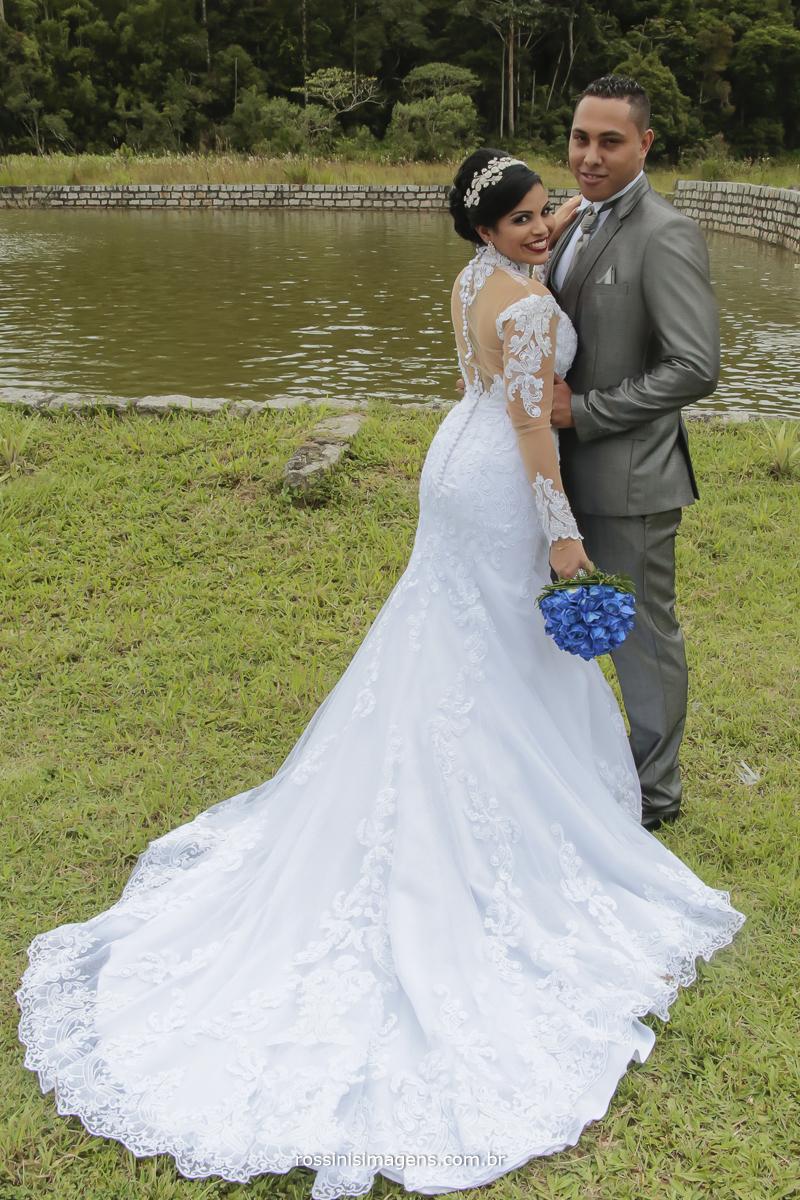 jessica e rodrigo na sessão de fotos dos noivos apos a cerimonia de casamento momento que sera guardado para sempre para toda vida