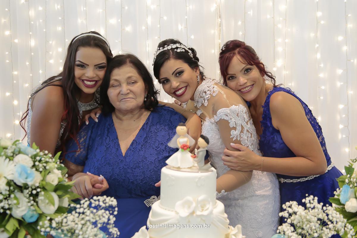 fotografia de família, família da noiva, irmã, avó, noiva e mãe, gerações da família