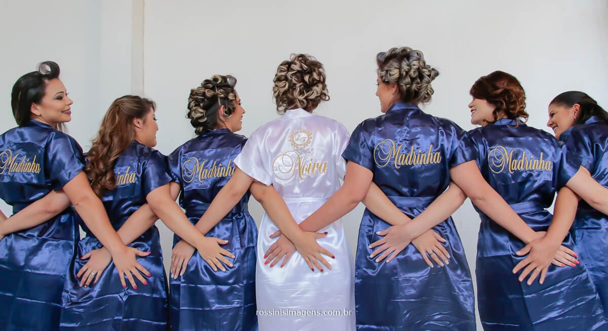 madrinhas e noivas mostrando os detalhes do robe personalizado, fotografia de casamento sp, fotografia de casamento mogi das cruzes, fotografia de casamento gisele grenza hair estudio suzano, Rossinis imagens