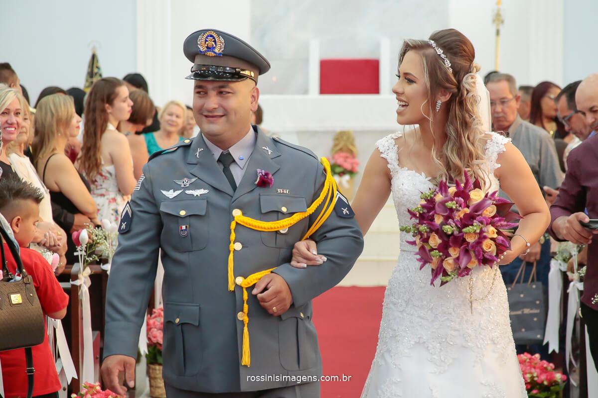 fotografia de casamento saida dos noivos, casamento militar, casamento diferente, casamento especial, detalhes que fazem a diferença