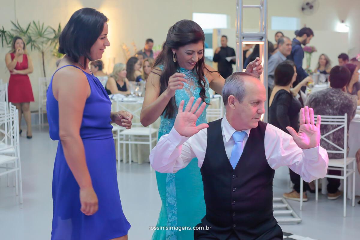 fotografia de casamento pista de dança, padrinhos dançando ,