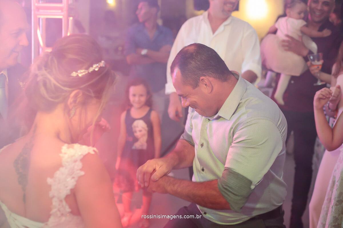 fotografia de casamento pista de dança bem agitada