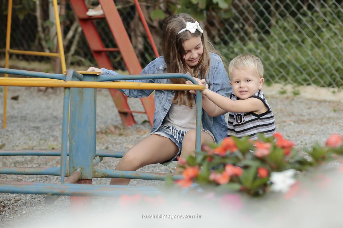 rossinis imagens fotografia e video de aniversario infantil em mogi das cruzes, gira gira , brinquedos para crianças, festa de aniversario da helena 1 ano