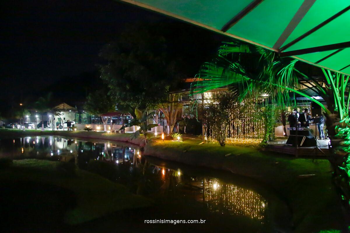 fotografia do espaço Garden Fest Arujá preparado para cerimonia de casamento a noite wedding day Gisele e Samer, lindo espaço para eventos, inpiração rossinis imagens fotografia e filmagem