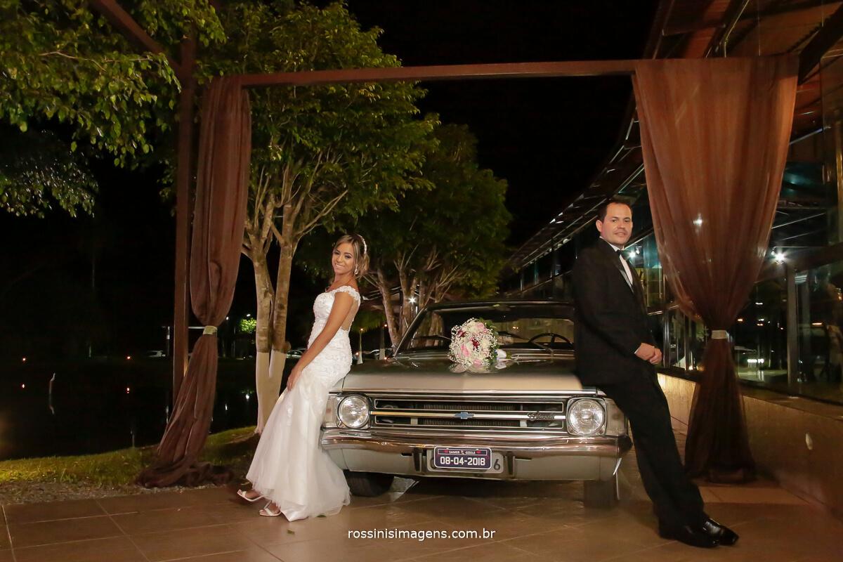fotografia de casamento em arujá sp, fotografo de casamento em mogi das cruzes sp, fotografia de casamento em suzano sp, fotografia de casamento em são paulo sp, noivos em frente ao opala, opalão