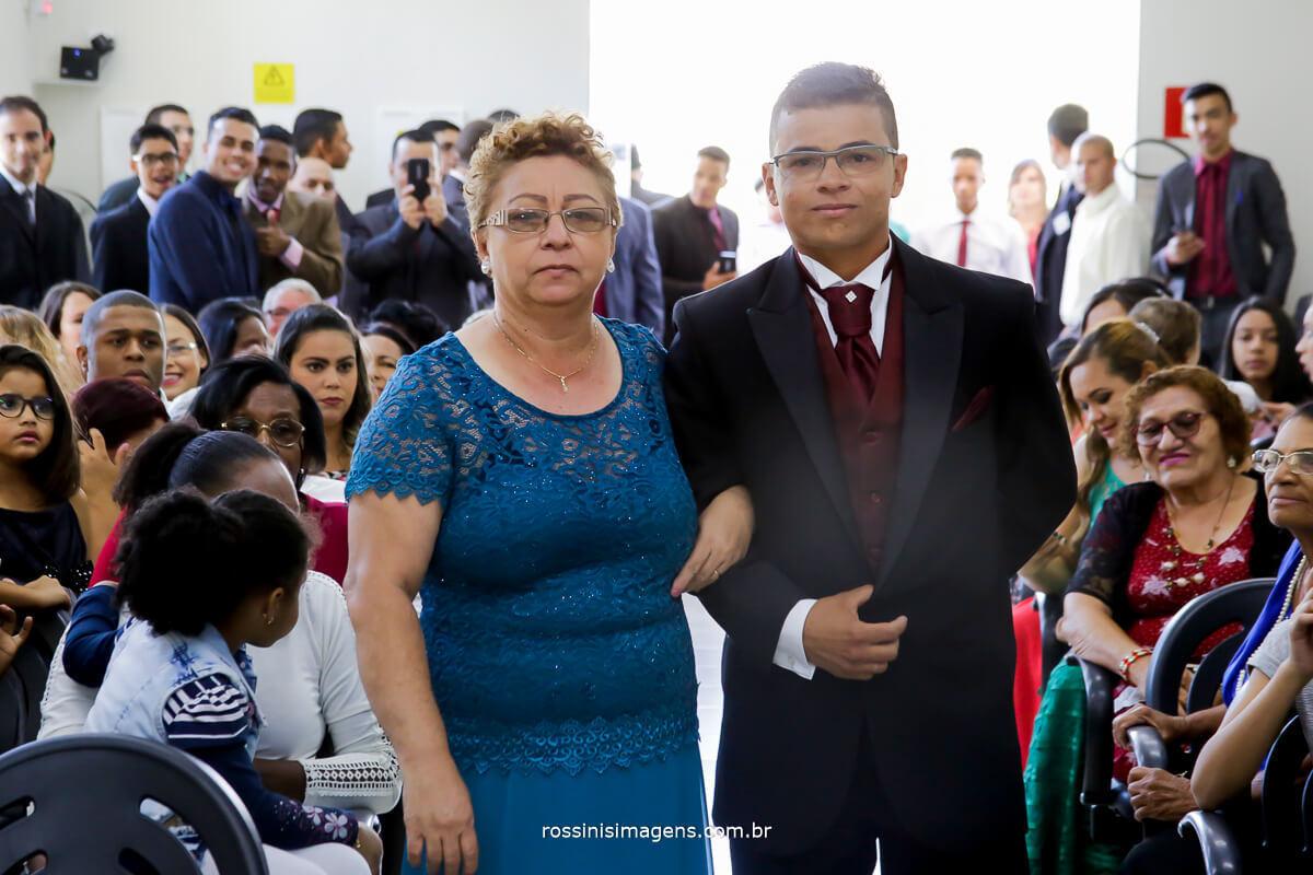 entrada do noivo, fotografia de casamento noivo no altar,