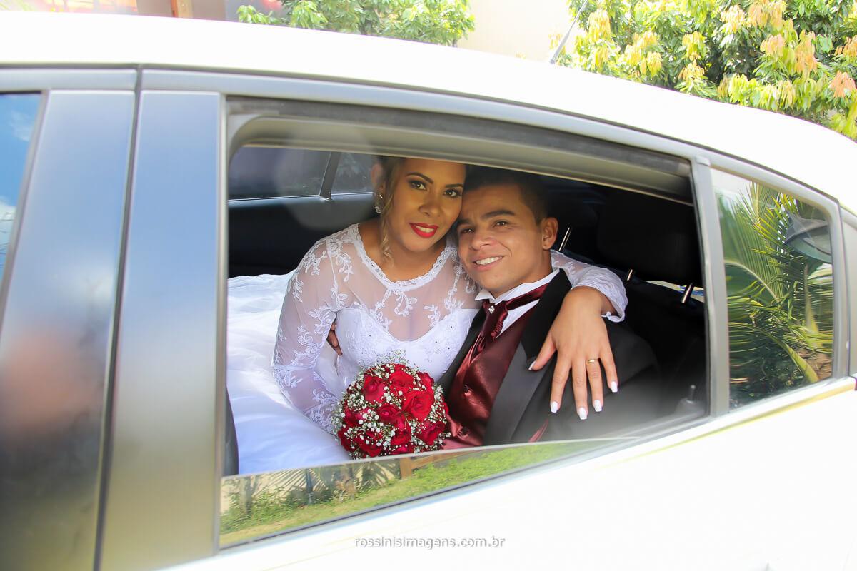 fotografia de casamento arlete e rodrigo no carro para a recepção