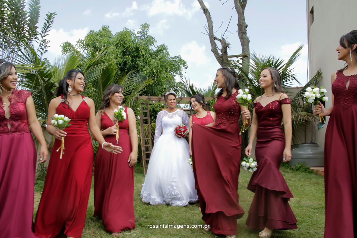 fotografia coletiva de casamento momento descontração, detalhes que fazem a diferença