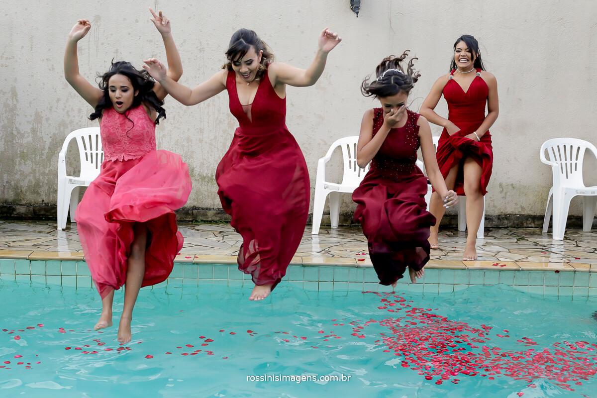 madrinhas de vestido marsala pulando an piscina no casamento, fotografia e filmagem rossinis imagens wedding day