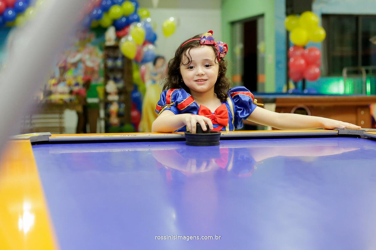 criança brincando, brinquedos, buffet infantil, rossinis imagens fotografia