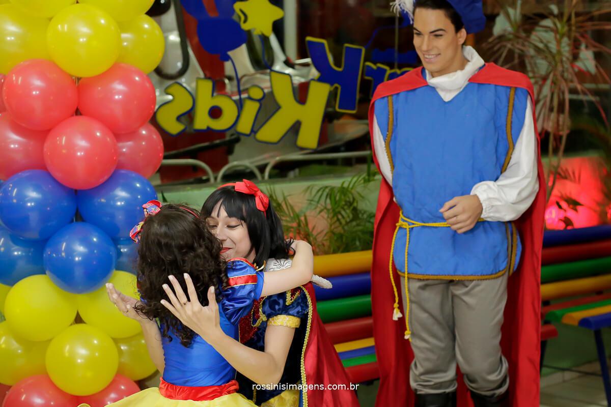 personagem branca de neve e o principe na festa de aniversario da natalia 5 anos no buffet park kids em Suzano com a rossinis imagens
