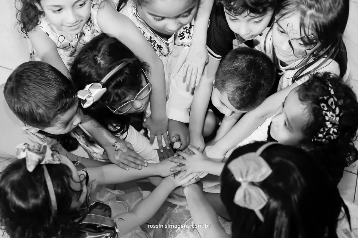 crianças brincando, fotografia para festa de aniversario, Ferraz, Poá, Suzano, Mogi, Arujá, Guarulhos, Zona Leste, Zona Oeste, Zona Norte, Zona Sul, São paulo, fotografo, buffet infantil