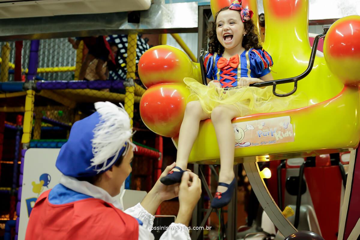 criança feliz, fotografia para festa de aniversario, Ferraz, Poá, Suzano, Mogi, Arujá, Guarulhos, Zona Leste, Zona Oeste, Zona Norte, Zona Sul, São paulo, fotografo, buffet infantil