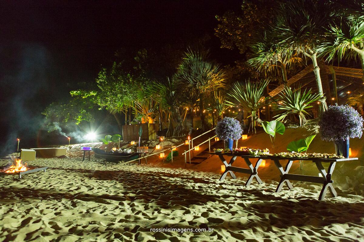 Luau, festa de recepção dos convidados para a renovação de votos de Roseli e Eduardo em praia de toque toque pequeno