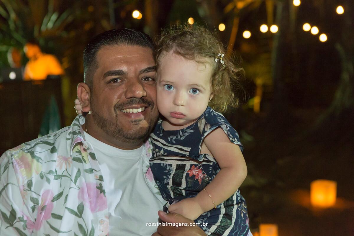 Eduardo e sua Filha Lavínia, no luau de recepção dos convidados para a renovação, beach wedding