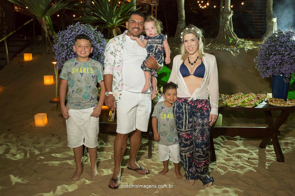 Família reunida, Luau de renovação de votos bodas de madeira, Gabriel, Eduardo e Sua Filha Lavínia, Lorenzo e Sua Mãe Roseli,