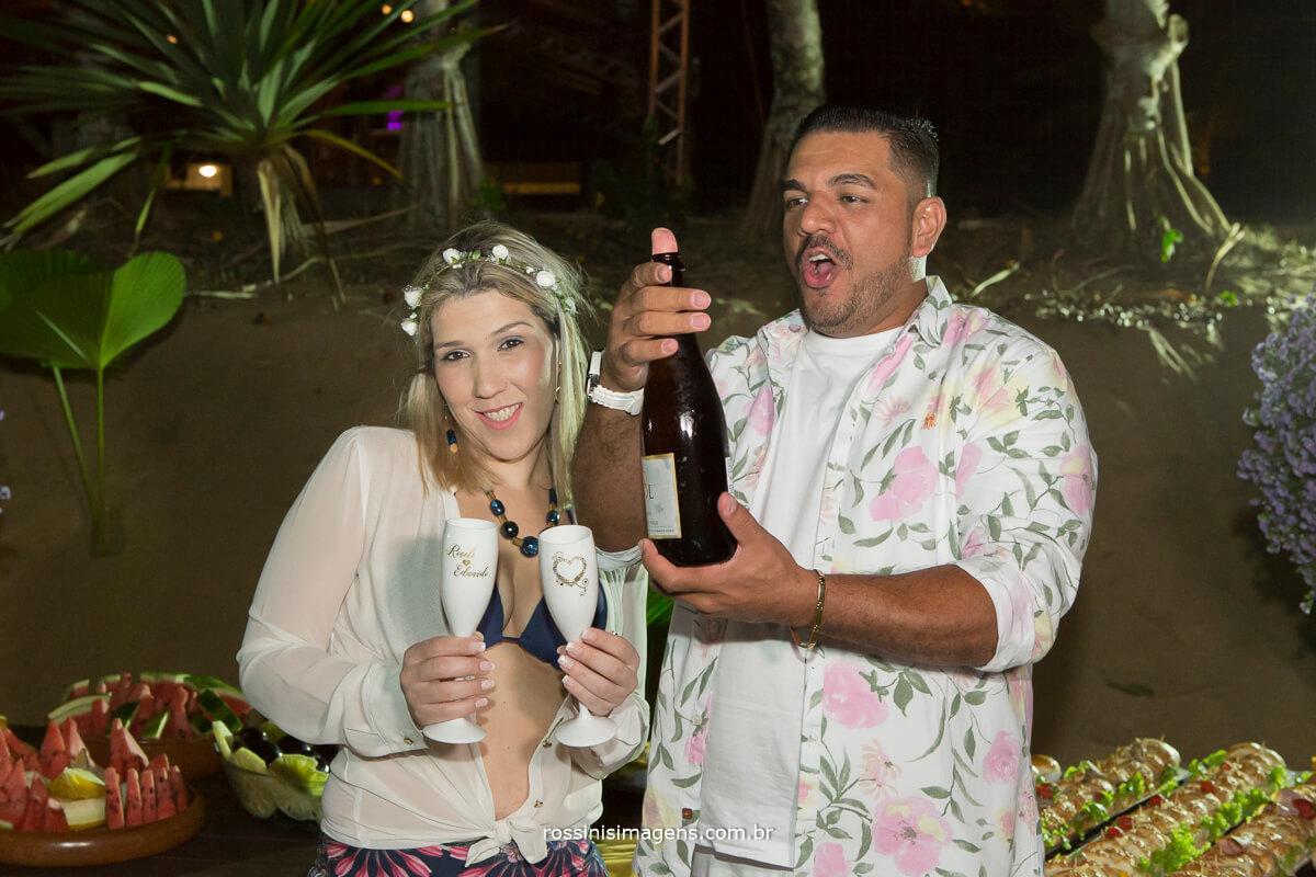 comemoração no luau junto aos amigos e convidados, brinde com um belíssimo e saboroso espumante. Rio Sol