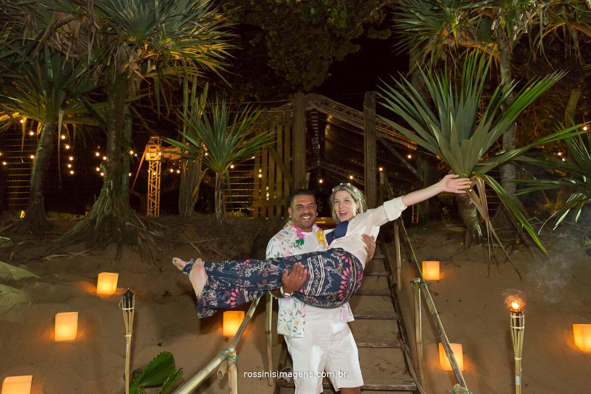 casar na praia, bodas de madeira, wedding Night, bodas,bride, luau, RenovacaoRoeEdu, #RenovacaoRoeEdu, Rossinis imagens, Gisa Araujo, Reverb Eventos, Adc Flower, Casa 28, Natureza Lounge, Fotografo de Casamento na praia