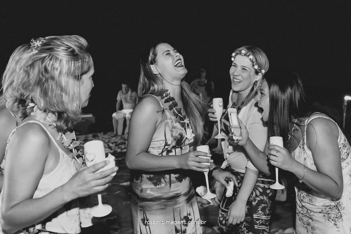 alegria, festa, diversão, espumante, mulheres, festa, bodas, luau, na praia, toque toque pequeno, rossinis imagens, Gisa Araujo, RenovacaoRoeEdu