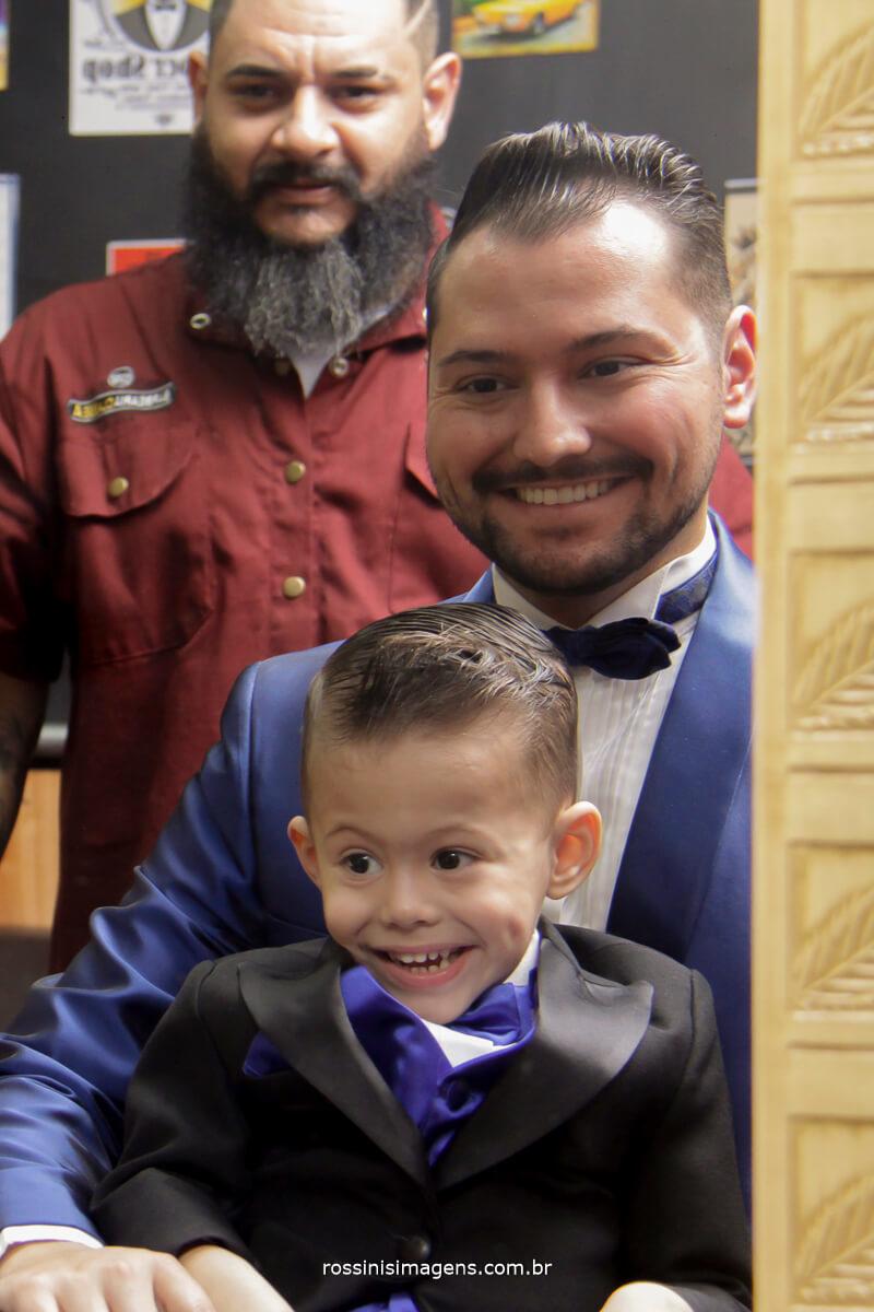 noivo e filho na barbearia em suzano para o casamento, noivo fazendo a barba