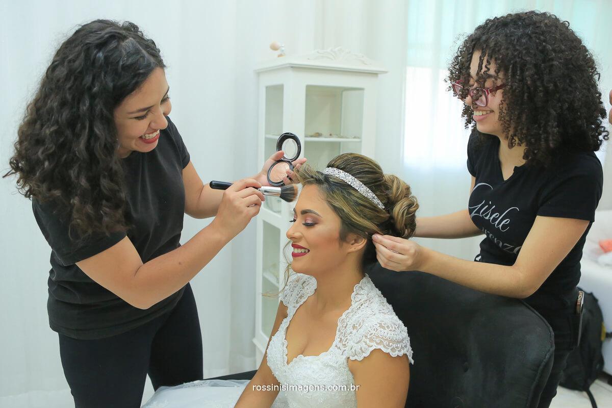 maquiagem e penteado da noiva no salão de beleza gisele grenza hair studio em suzano
