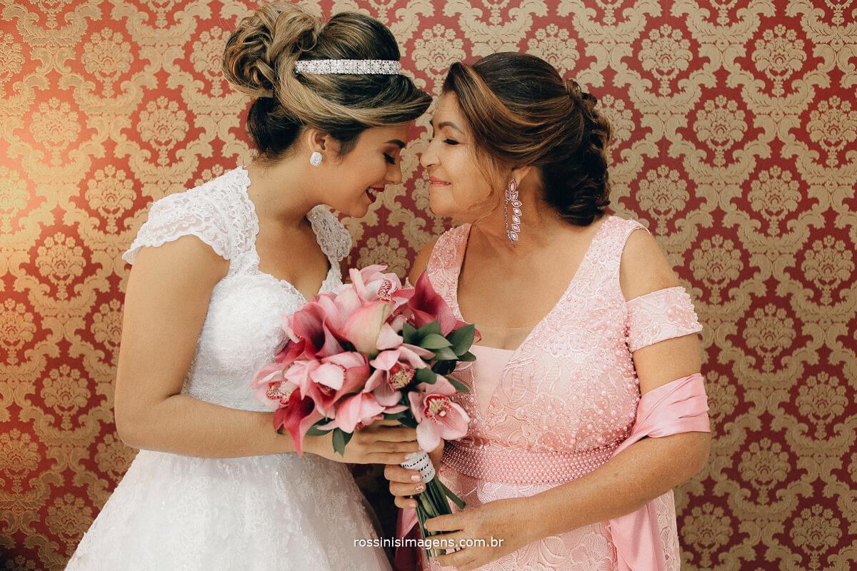 noiva e mãe, uma cena que sempre é emocionante e muito marcante, muita emoção fotografia com emoção, Rossinis Imagens