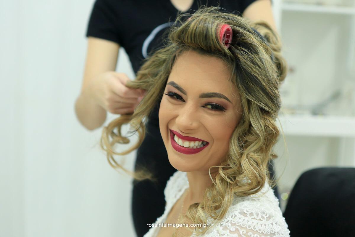 noiva fazendo penteado no salão de beleza em suzano, gisele grenza hair studio,