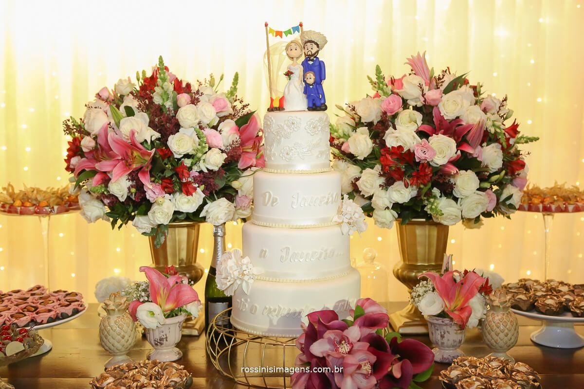mesa do bolo no casamento na casa da arvore em mogi das cruzes