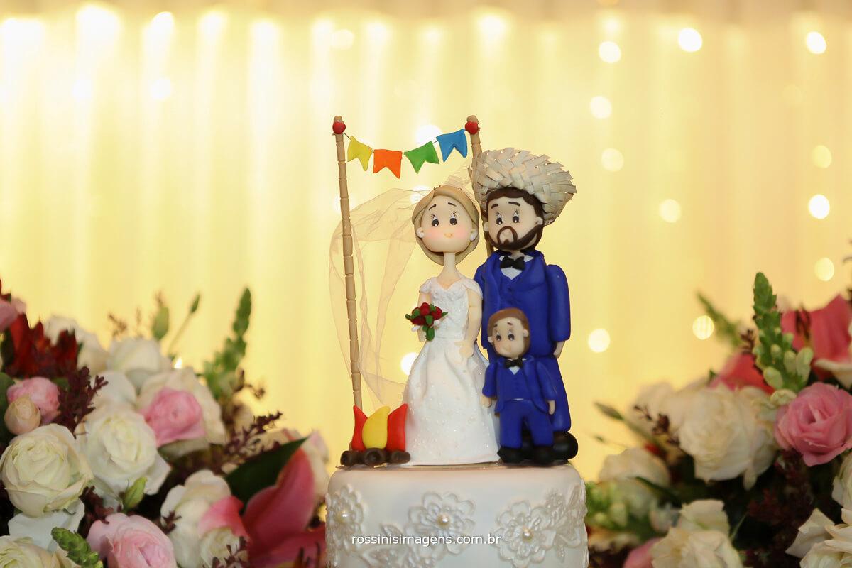 topo de bolo do casamento na casa da arvore, noiva, festa junina