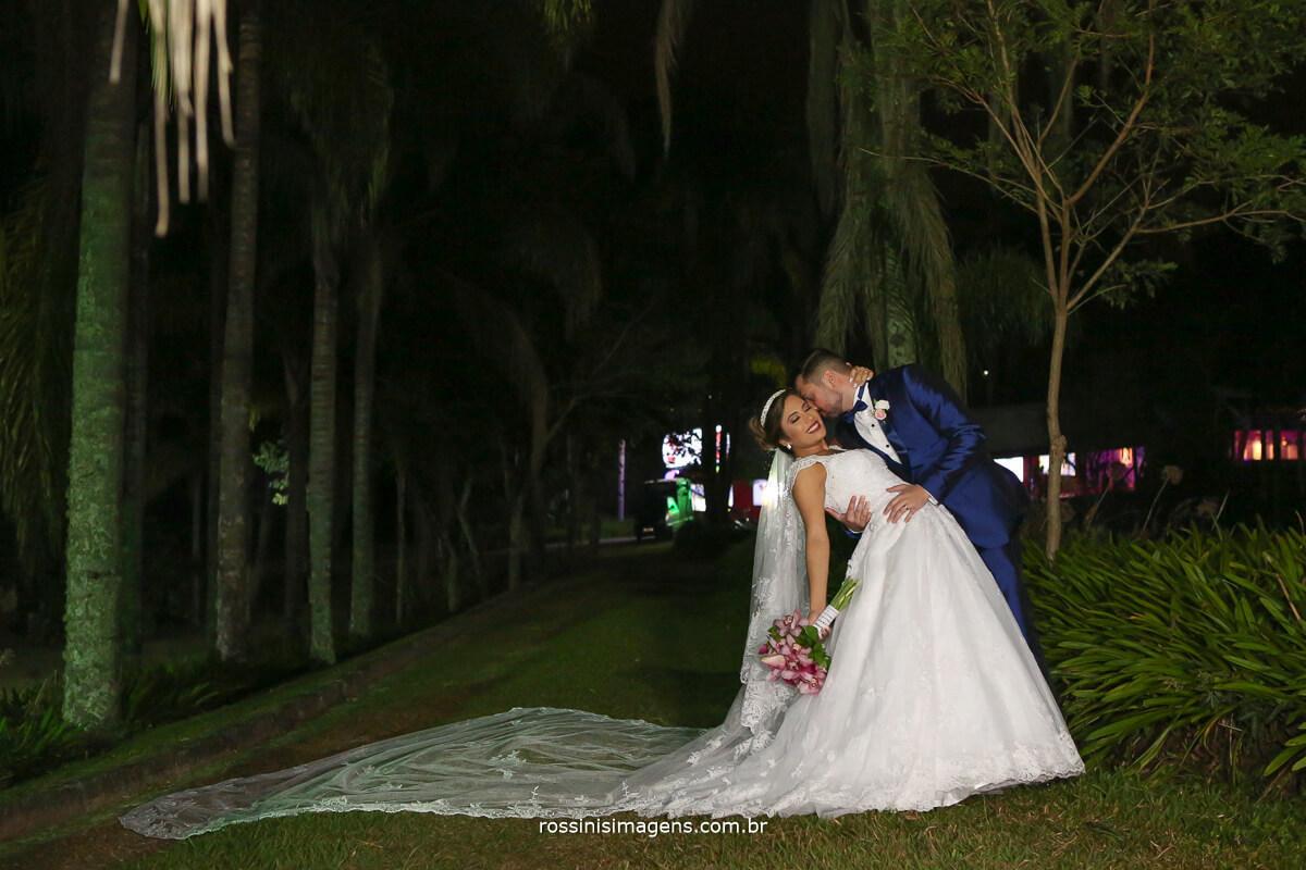 casal apaixonado fotografia de casamento, wedding day, casa da arvore mogi das cruzes