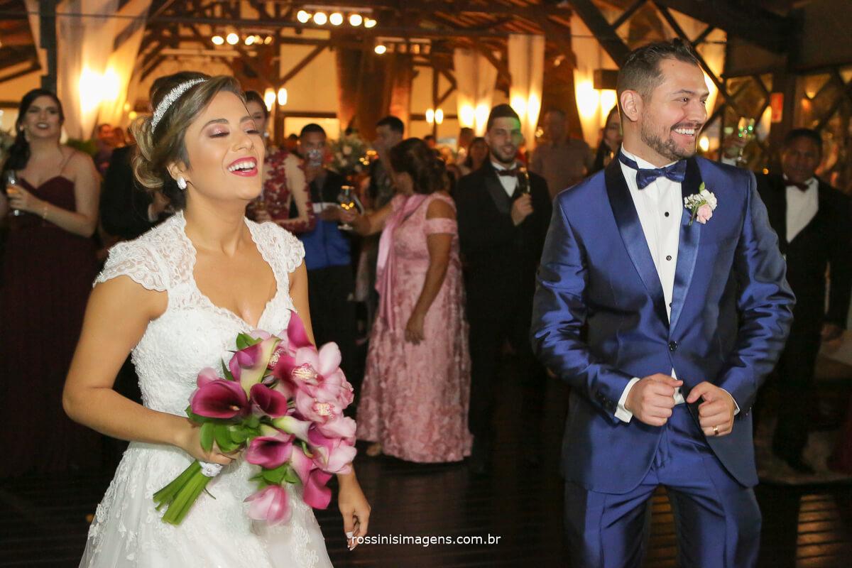 entrada dos noivos para a recepção dos convidados