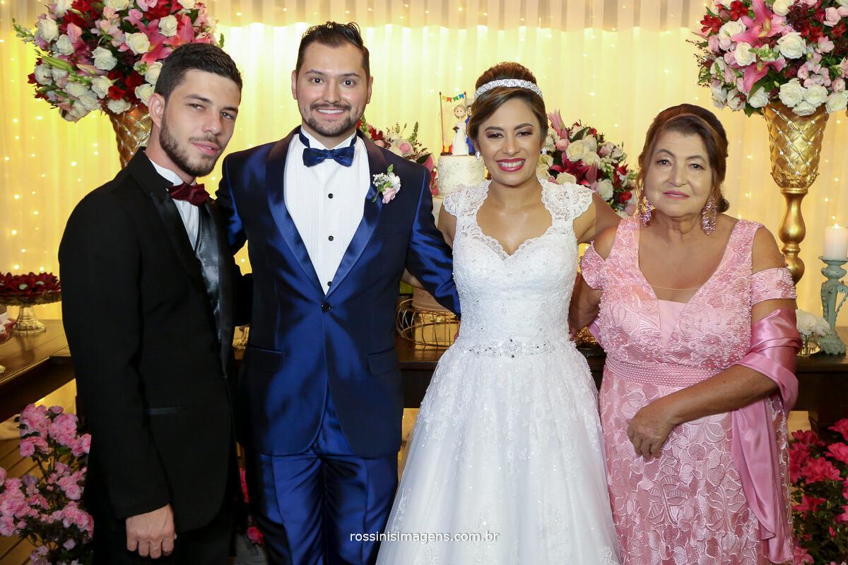 fotografia de familia dos noivos na mesa do bolo rossinis imagens casa da arvore