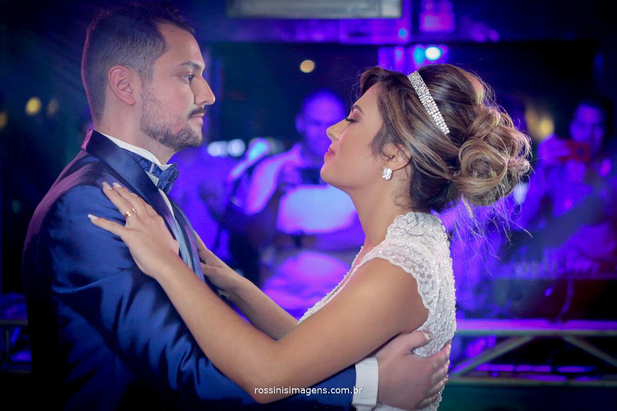 dança dos noivos, primeira dança, casamento, valsa, wedding day, mogi das cruzes, rossinis imagens
