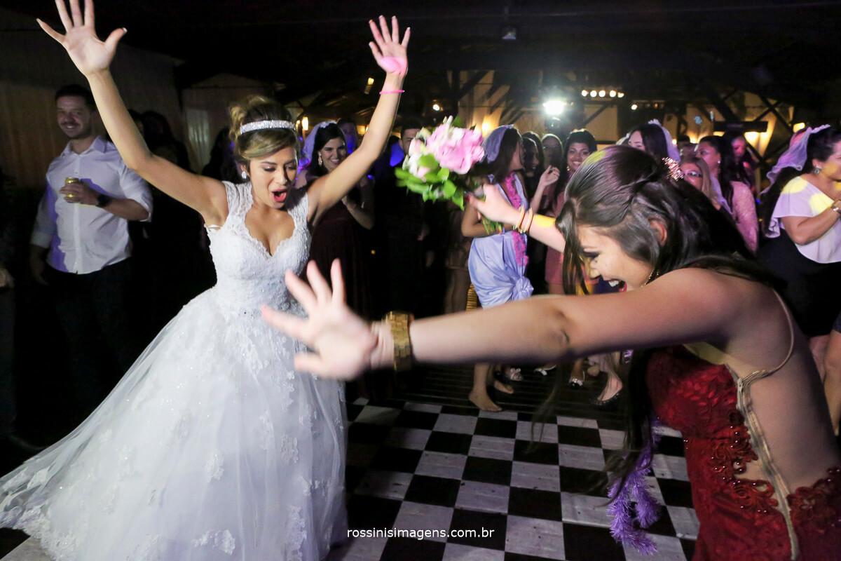 pegando o buquê da noiva, casamento em mogi das cruzes por rossinis imagens