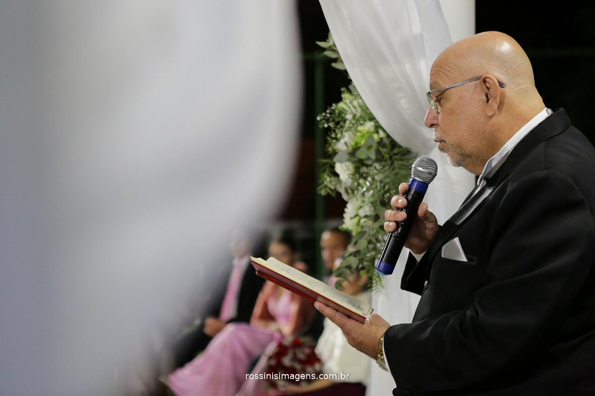 pai no altar, leitura da palavra, casamento em poa