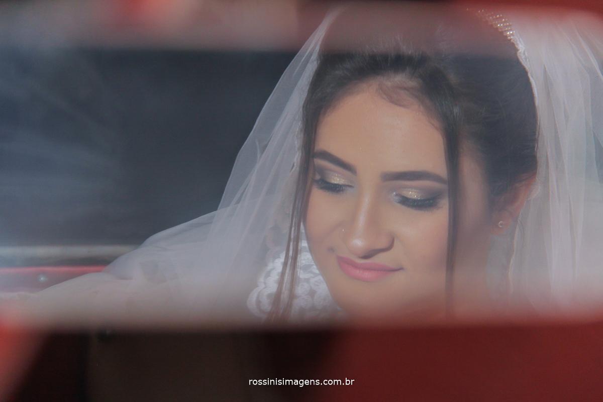 reflexo da noiva no espelho do carro, mak clássicos, cerimonia de casamento, poá
