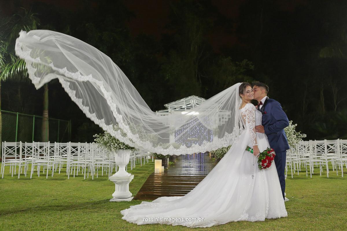 véu voando da noiva vitoria na chácara torres em poá foto de rossinis imagens