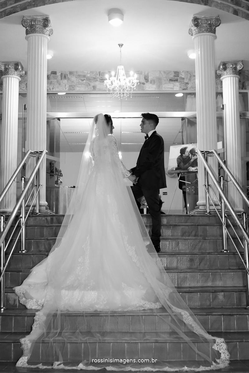entrada dos noivos no salão rossinis imagens e chácara torres