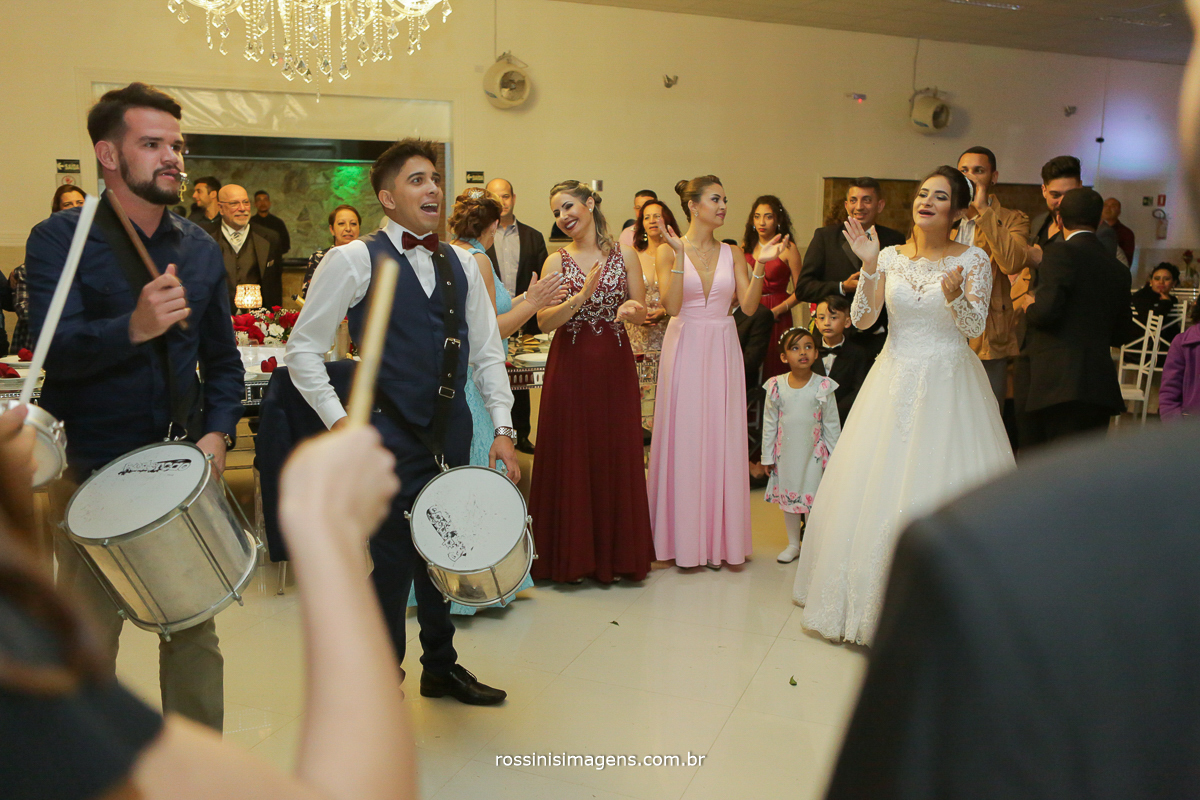 escola de samba de mogi das cruzes no casamento em poá