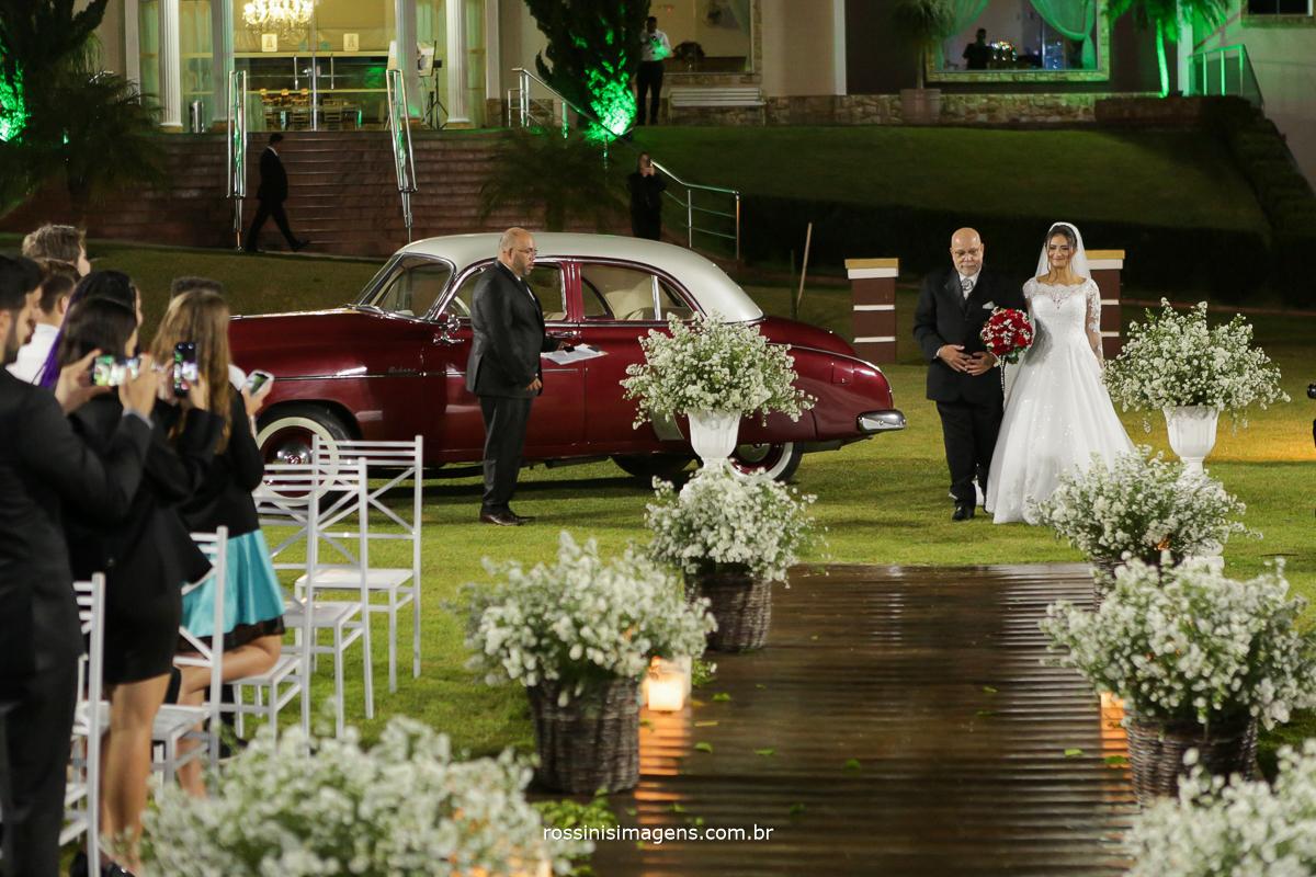 entrada da noiva junta com o pai, chácara torres, mak clássicos, rossinis imagens, si assessoria