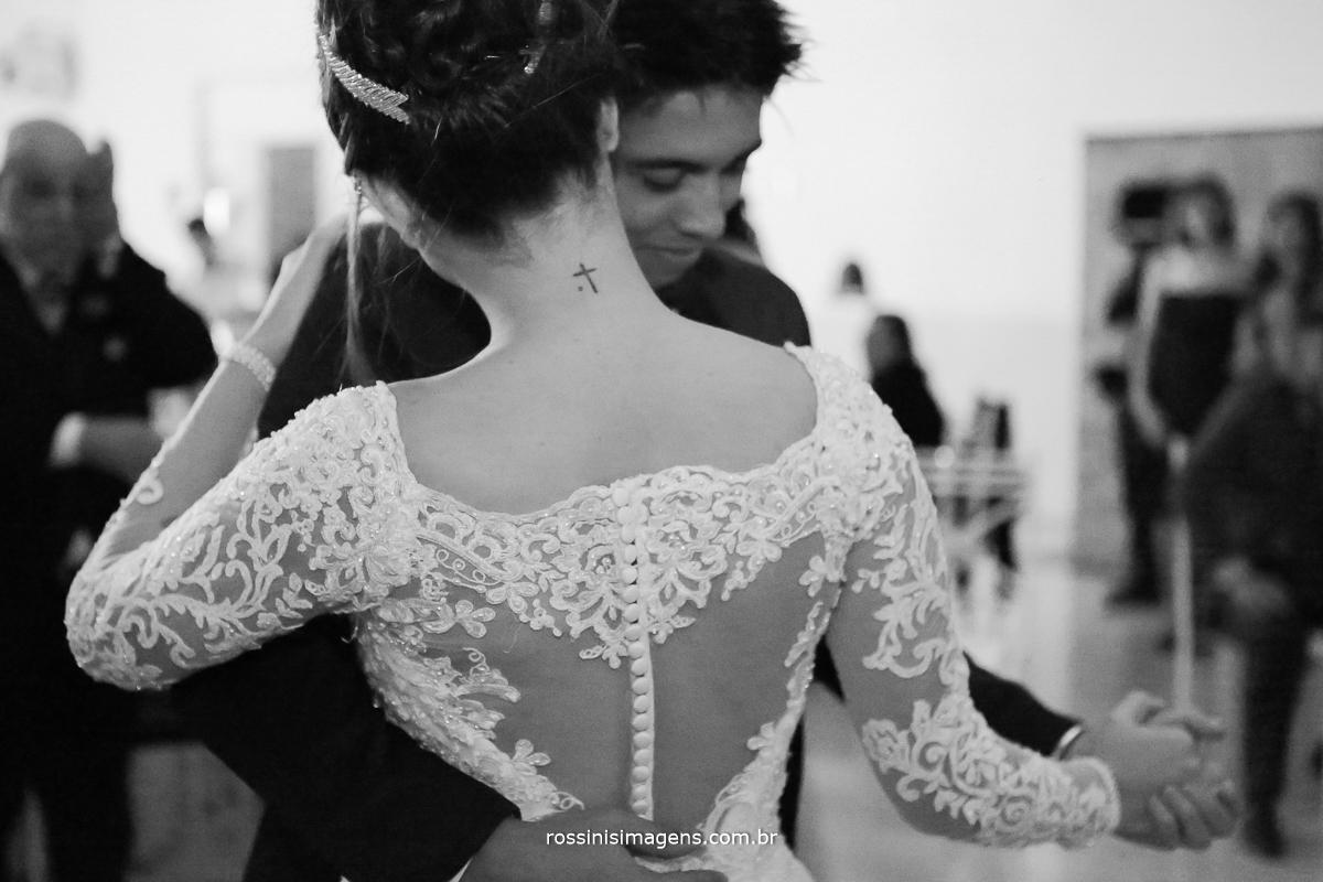 dança dos noivos com uma valsa
