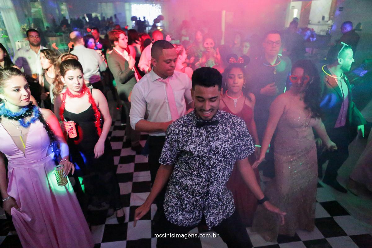 balada fotografia de casamento dançando