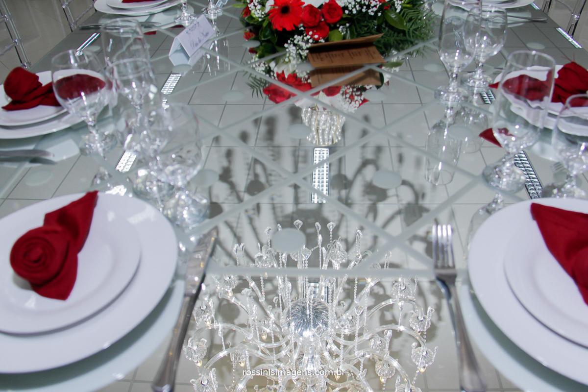 Buffet Rose Festas, Mesa da família, mesa grande, mesa de espelhos, lustre, reflexo, iluminação