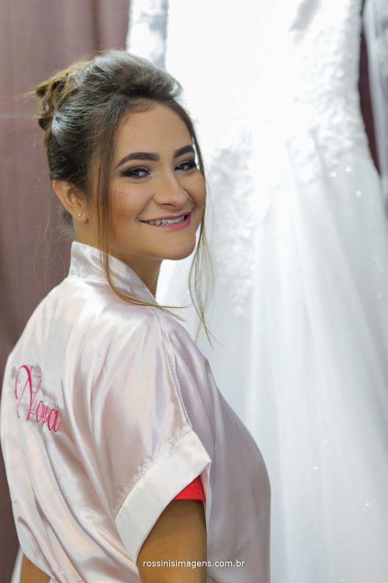 dia da noiva em suzano casamento em poá, noiva com robe personalizado e seu lindo vestido