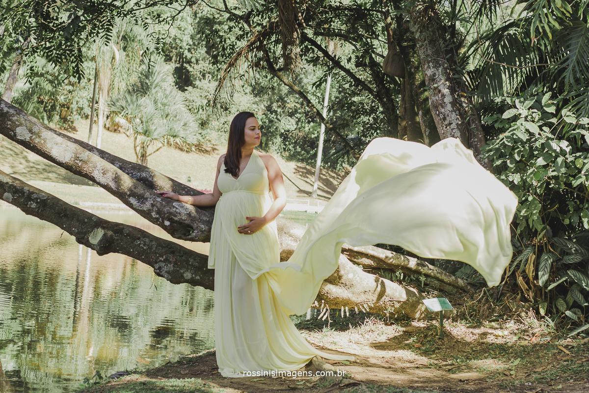 sessão de fotos no jardim botanico, ensaio fotográfico no jardim botânico, rossinis imagens, pregnant, vestido amarelo, luxo, glamour, maternidade, família, fotos, externa de gestante,